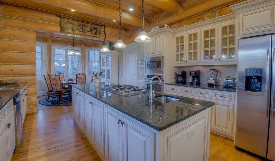 Log House white kitchen